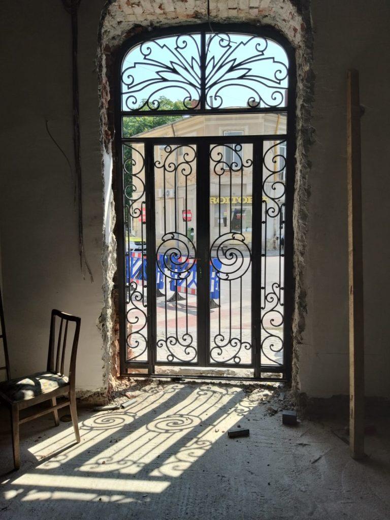 grilaj pentru usa din fier forjat