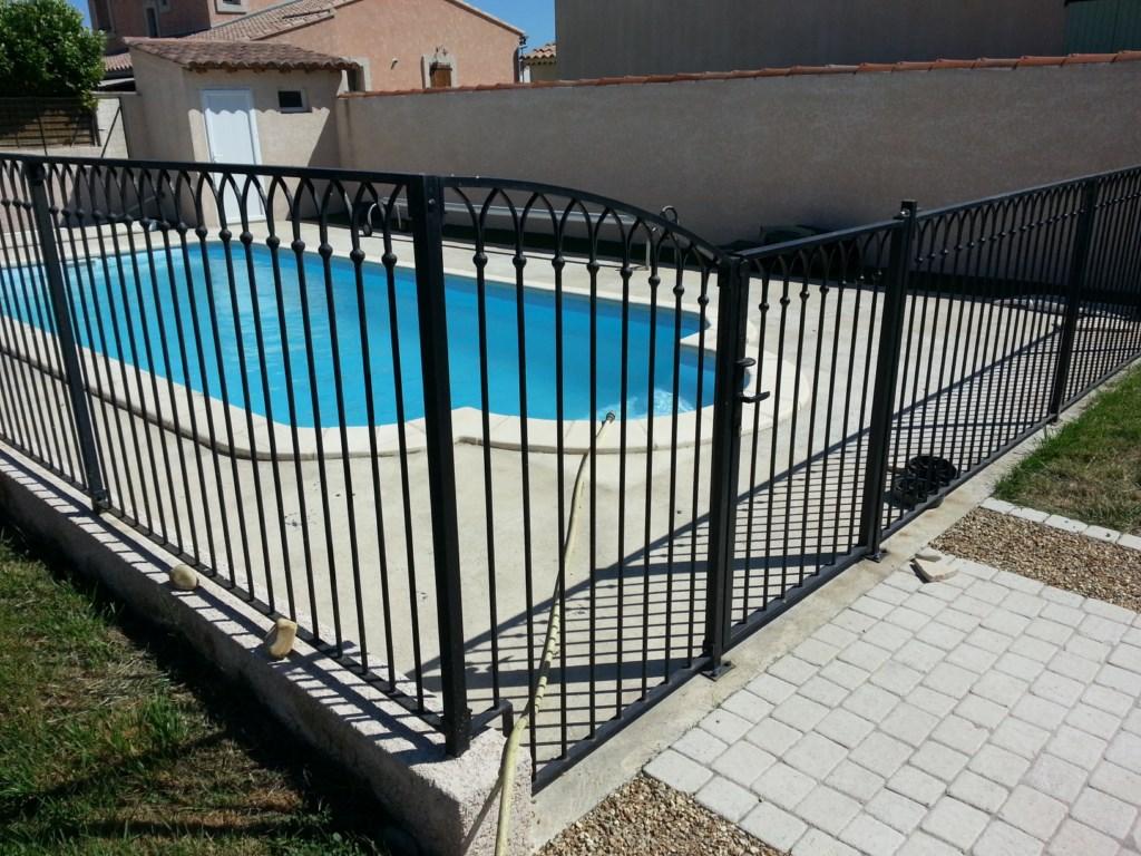 gard pentru piscina din fier forjat