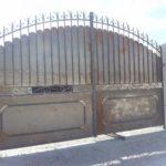 Poarta din fier forjat cu tabla sus si jos si friza la mijloc