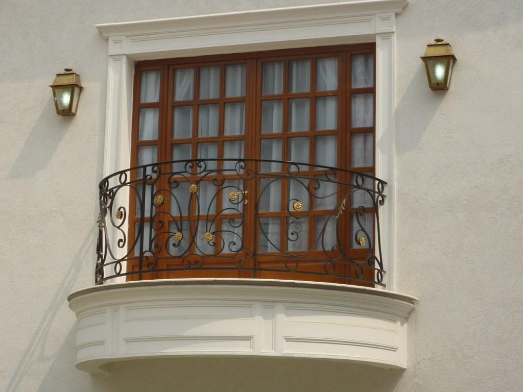 balcon din fier forjat artizanal